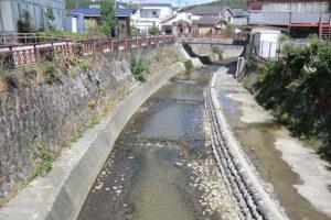 落差工と石組改修による流れの変化形成 -工事前-